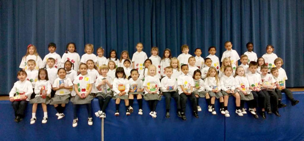 (below) The entire Kindergarten taken on Applefest.